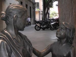 niña y mujer