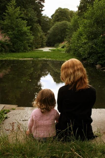Madre con hija con autismo