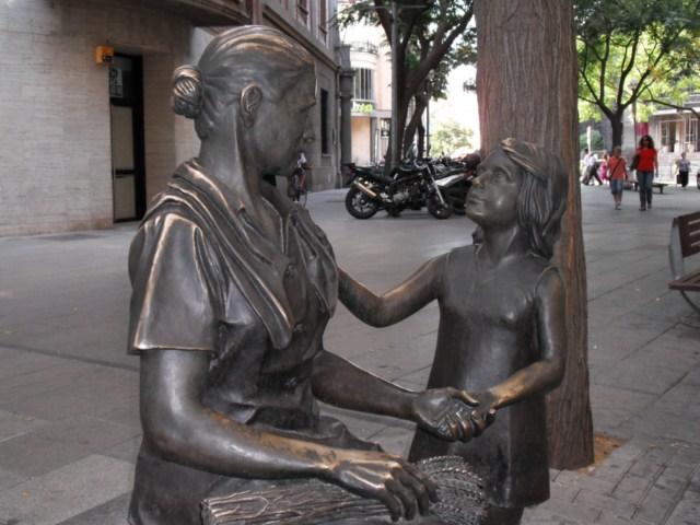 Madre mostrando empatía hacia su hija