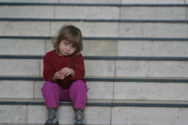 Algunos niños estorban a sus padres y son desatendidos