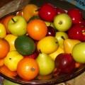 enseñar a comer fruta en verano a los niños