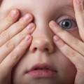 Imagen que ilustra el miedo en los niños, artículo que explica las características y factores asociados de este fenómeno infantil