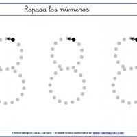 Fichas para escribir números, el ocho en tamaño muy grande con puntitos
