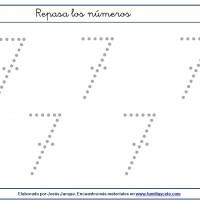 Fichas para escribir números, el siete en tamaño grande con puntitos